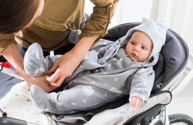 宝宝冬天穿衣,学会这些,让冬天更舒适
